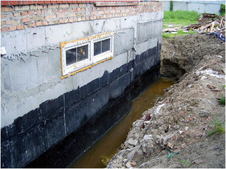 Вода у здания