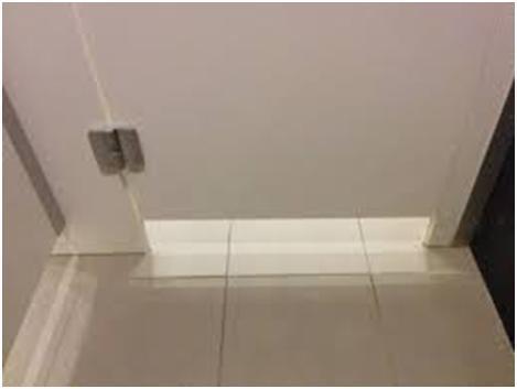 Просвет между полом и дверью