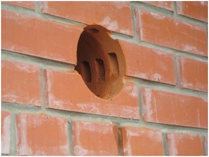 Круглое отверстие в стене