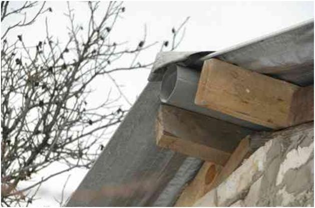 Вытяжная труба под крышей