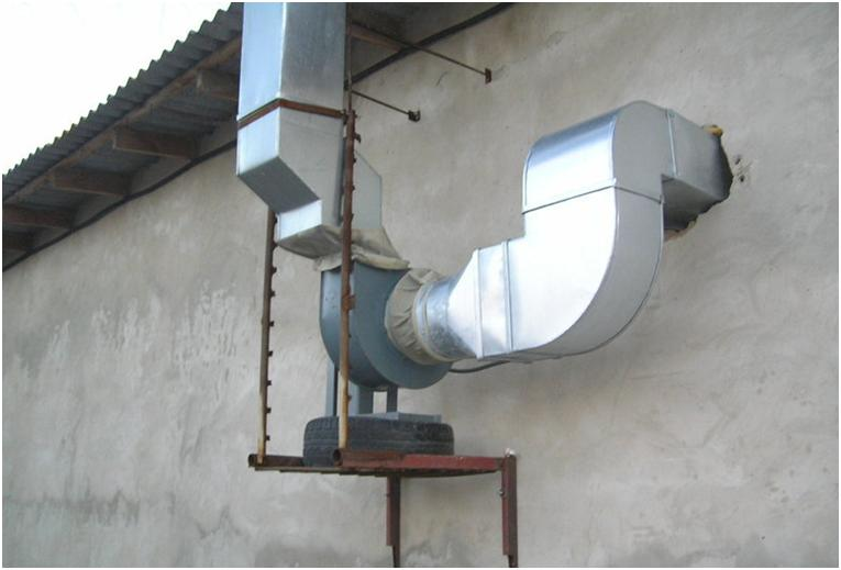 Вытяжная установка, закрепленная на стене